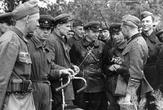 Совещание победителей - немецкиx и советских военнослужащих
