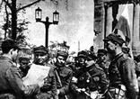 Польские воины у Бранденбургских ворот. Берлин, май 1945 года.