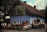 Жители местечка Lowicz нарядились на воскресную службу в церковь
