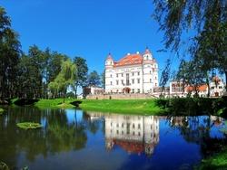 Дворец Воянув, Польша