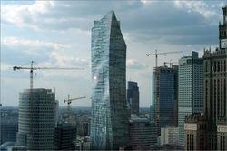 """В центре """"Стеклянный парус"""" он же """"Крыло орла"""" на фоне варшавских новостроек. Фото: skyscrapercity.com"""