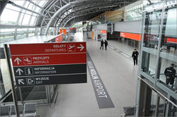 Второй аэропорт Варшавы возобновил работу