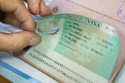 Польша предлагает отменить визы с Россией